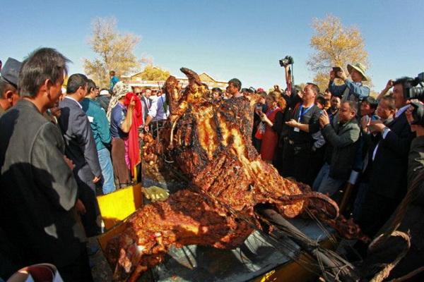 Свадебное блюдо у бедуинов