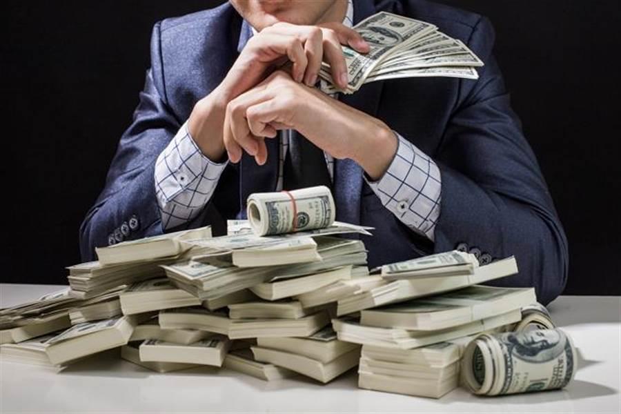 8 нехитрых правил от богатых, которые помогут выбраться из долговой ямы