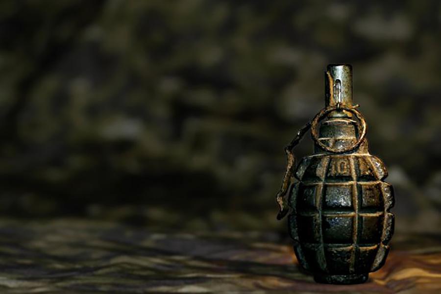 Школьник из Уфы, угрожая взорвать гранату, потребовал 5 миллионов рублей