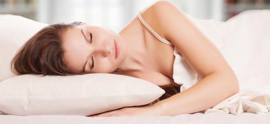 Ученые рассказали, как снизить вес с помощью «диеты для сна»