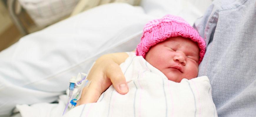 Новорожденный ребенок умер из-за молока матери