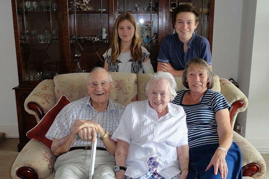 Пара из Великобритании отметила 80 лет со дня своей свадьбы