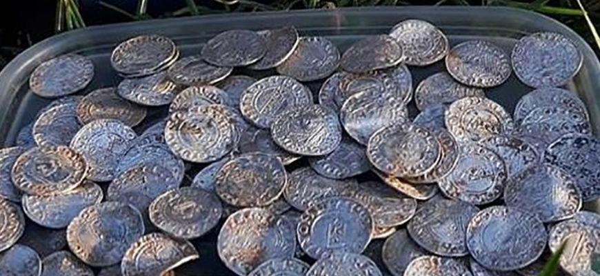 В Великобритании обнаружили клад древних монет стоимостью около 5 миллионов фунтов стерлингов