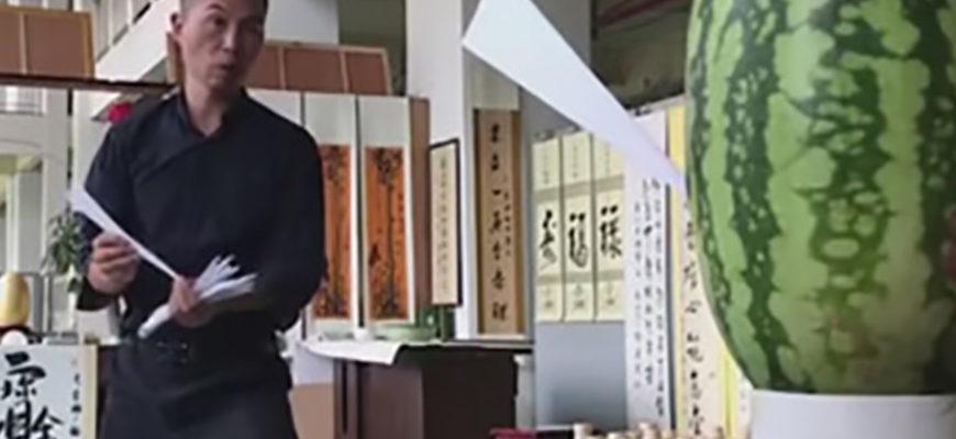 Мастер боевых искусств показал, что бумажные самолетики могут стать оружием