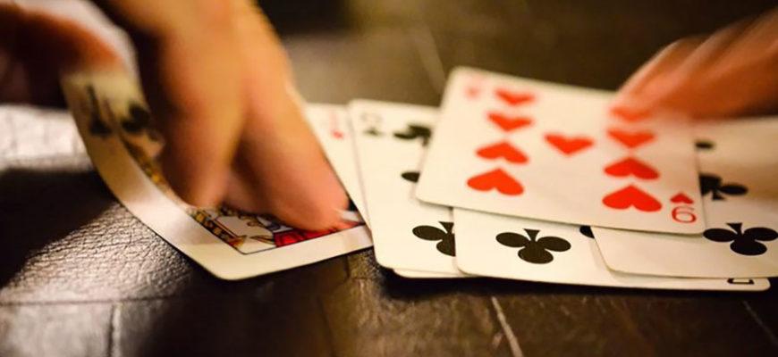 Житель Индии проиграл в покер жену и отдал ее насильникам