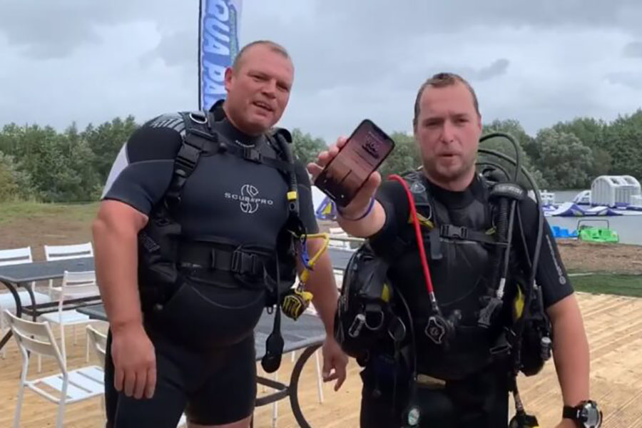Британские дайверы вытащили пролежавший 2 дня на дне озера работающий iPhone X