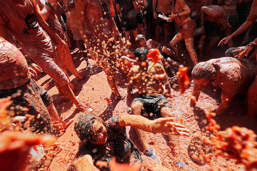 В Испании прошли традиционные томатные бои