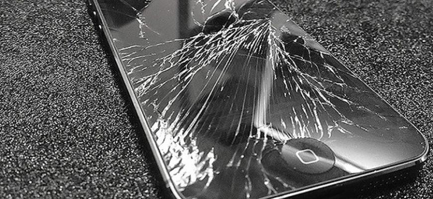 Мужчина пользовался сломанным телефоном и из-за этого едва не лишился пальца
