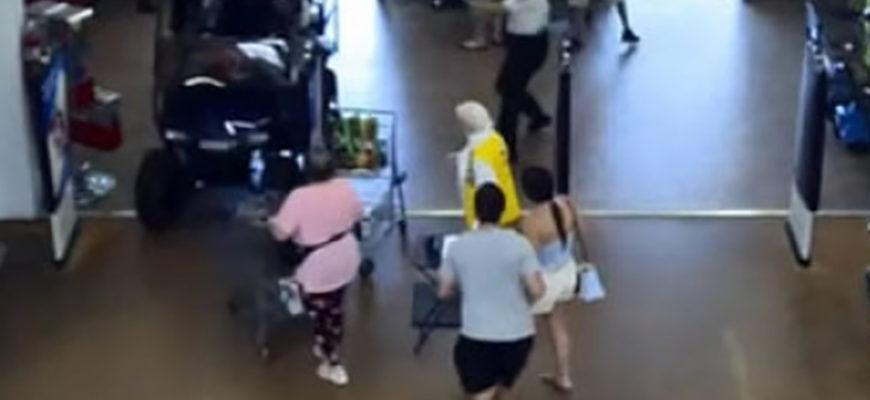 Мужчина проехался по супермаркету на гольф-каре и был арестован