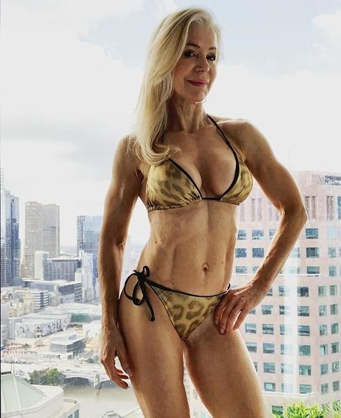 63-летняя Лесли Максвелл
