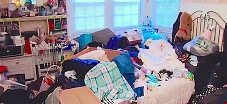 Девушка настолько захламила комнату, что без помощи специалиста обойтись уже было нельзя
