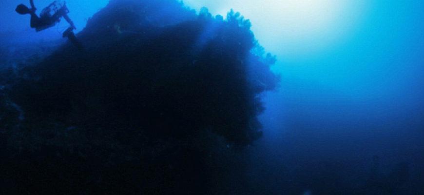 Дайвер обнаружил на дне Атлантического океана огромный НЛО
