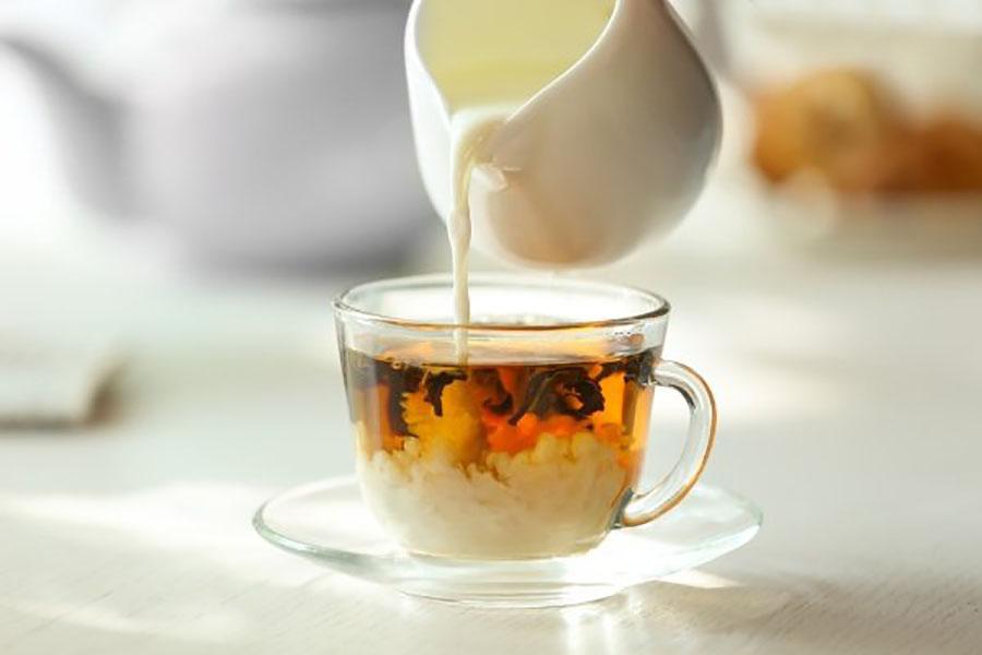 Жительница Лондона два года страдала от тошноты из-за чая с молоком