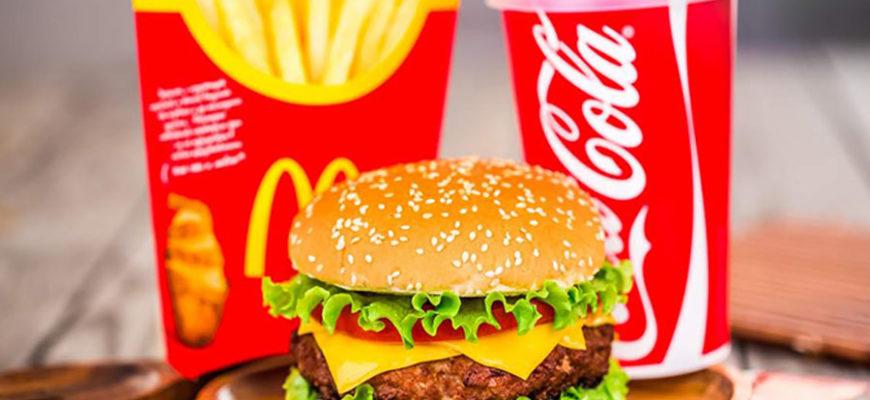 Девочка так захотела в «Макдоналдс», что угнала машину мамы, но разбила ее
