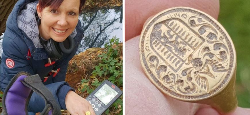 Женщина при помощи металлоискателя нашла бесценное кольцо