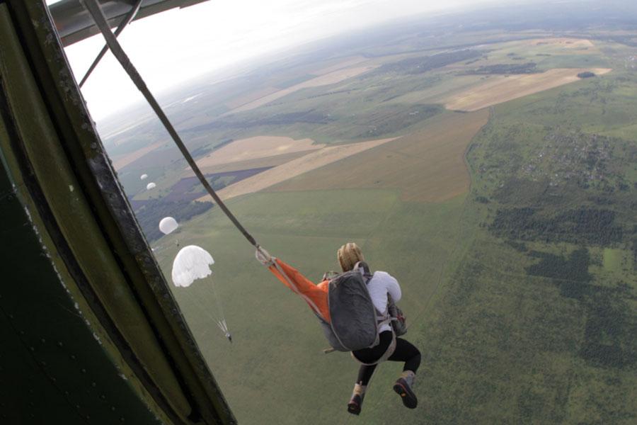 В Канаде женщина упала с высоты 1,5 тысячи метров и осталась жива