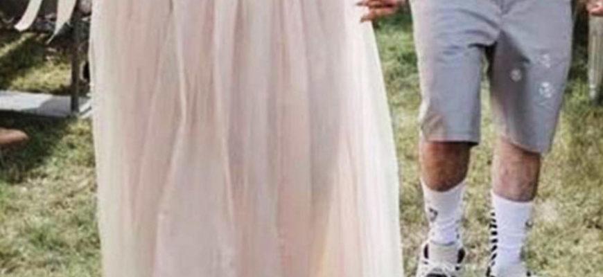 Жених неуместно нарядился на свадьбу и рассмешил пользователей сети