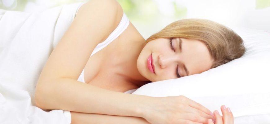 Ученые рассказали о самых неблагоприятных позах для сна