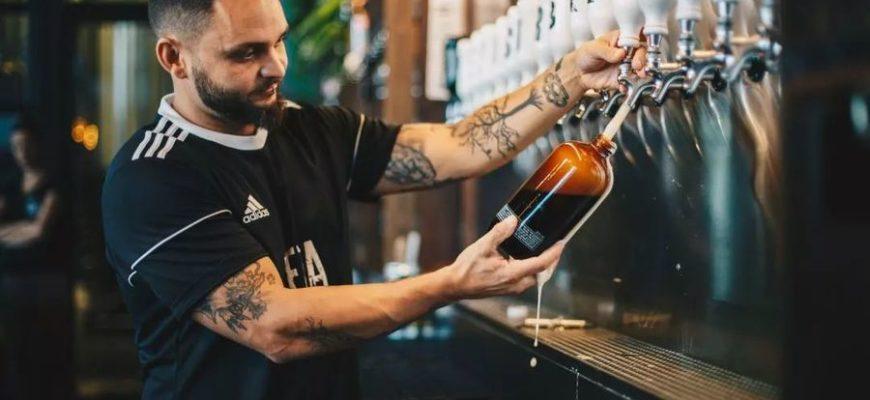 Мужчину купил по ошибке бутылку пива за 100 тысяч долларов