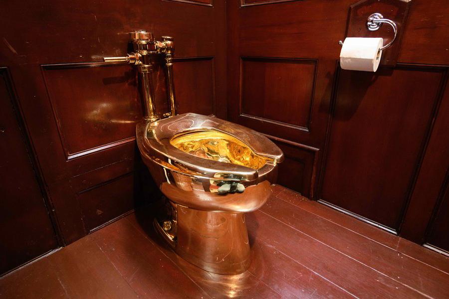 Золотой унитаз стоимостью более 1,2 миллиона долларов украли из дворца Черчилля