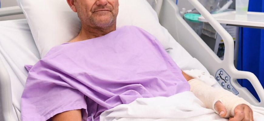 Упавший в водопад турист два дня тащил сломанную ногу сломанной рукой