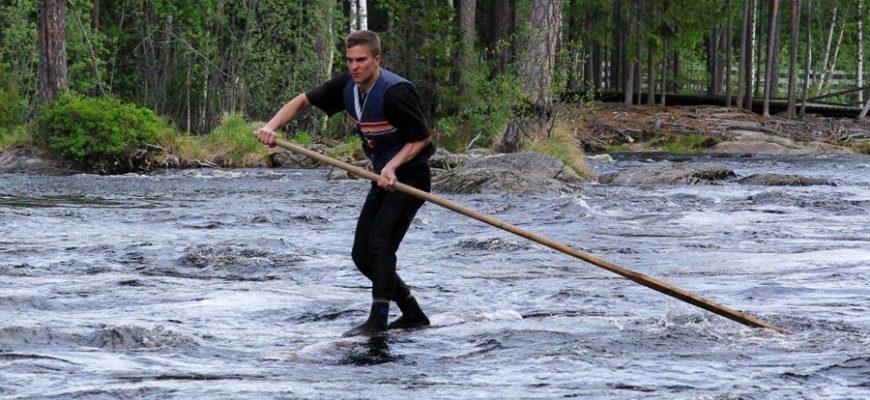 Мужчина проплыл почти сотню километров на бревне