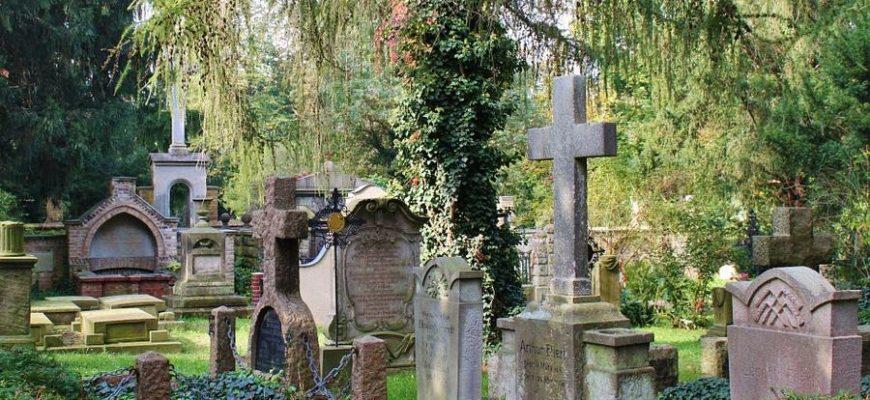 Сингапурские семьи почти сорок лет ходили по ошибке на могилы чужих людей