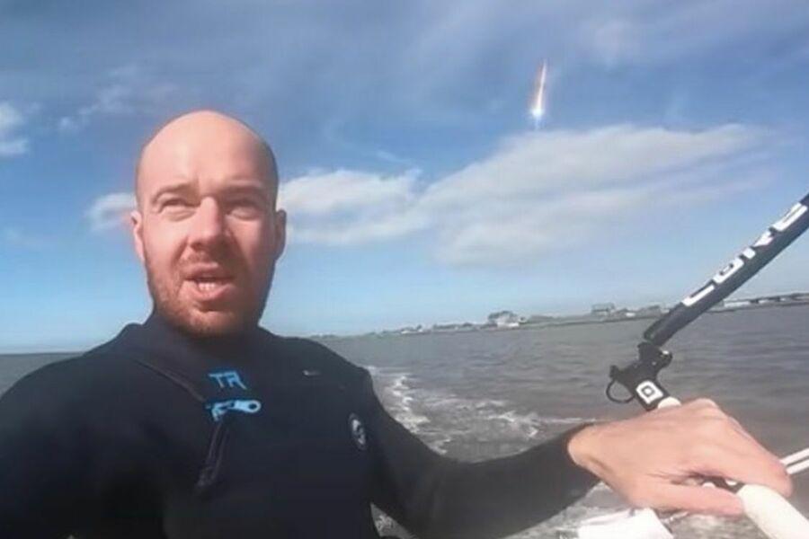 Серфер снял себя на видео и случайно запечатлел падение метеорита