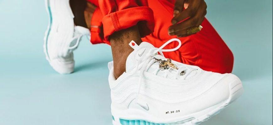 Компания Nike выпустила кроссовки с ладаном и святой водой