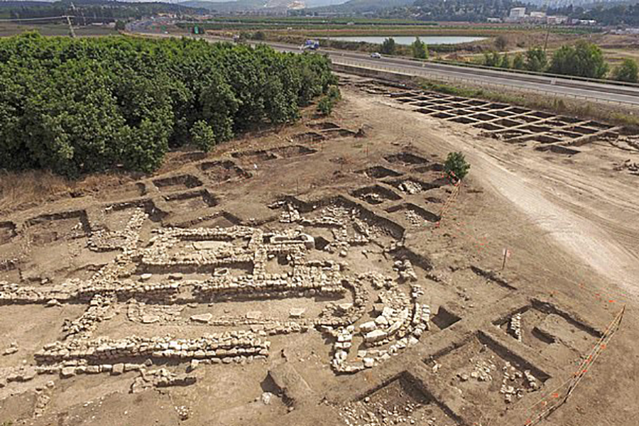 Огромный мегаполис бронзового века раскопан в Израиле вместе с храмом и кладбищем