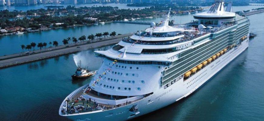 Женщине пожизненно запретили посещать лайнеры из-за фото на перилах корабля