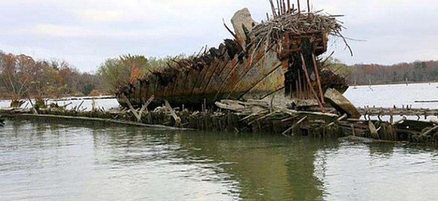 В США потопленные деревянные корабли из «Призрачного флота» из-за штормов начали дрейфовать