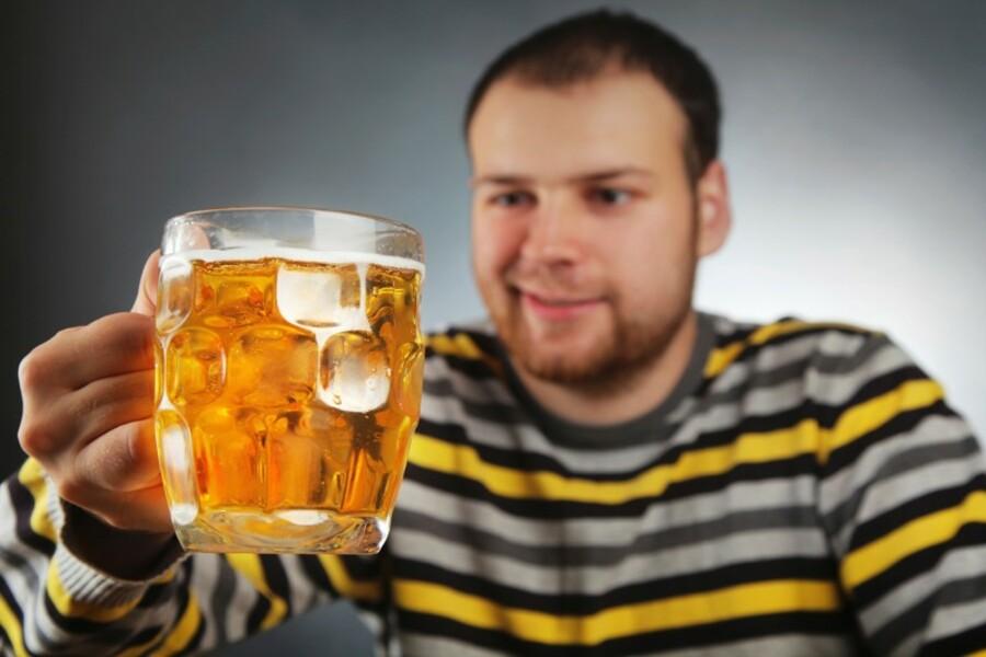 Мужчина приехал в магазин за алкоголем и получил 100 тысяч долларов