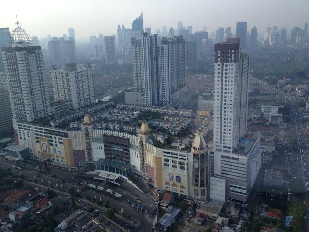 Деревня на крыши торгового центра