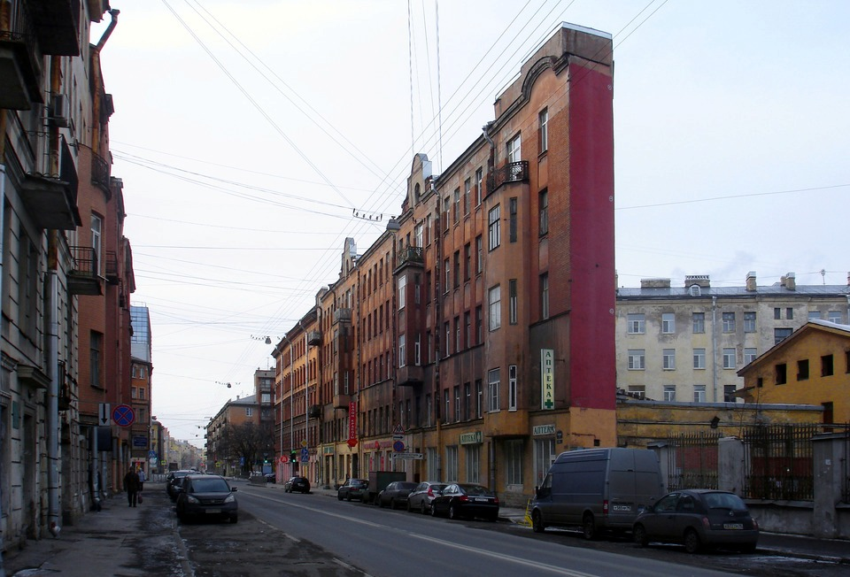 Узкий дом в Санкт-Петербурге
