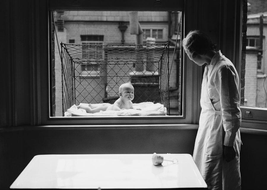 Проветривание малыша ха окном