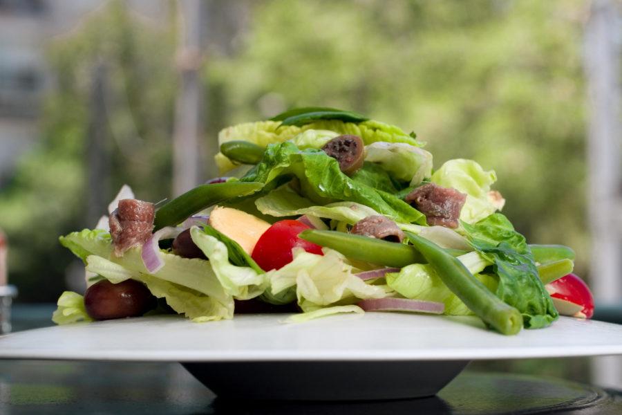 Салат состоящий из множества ингредиентов