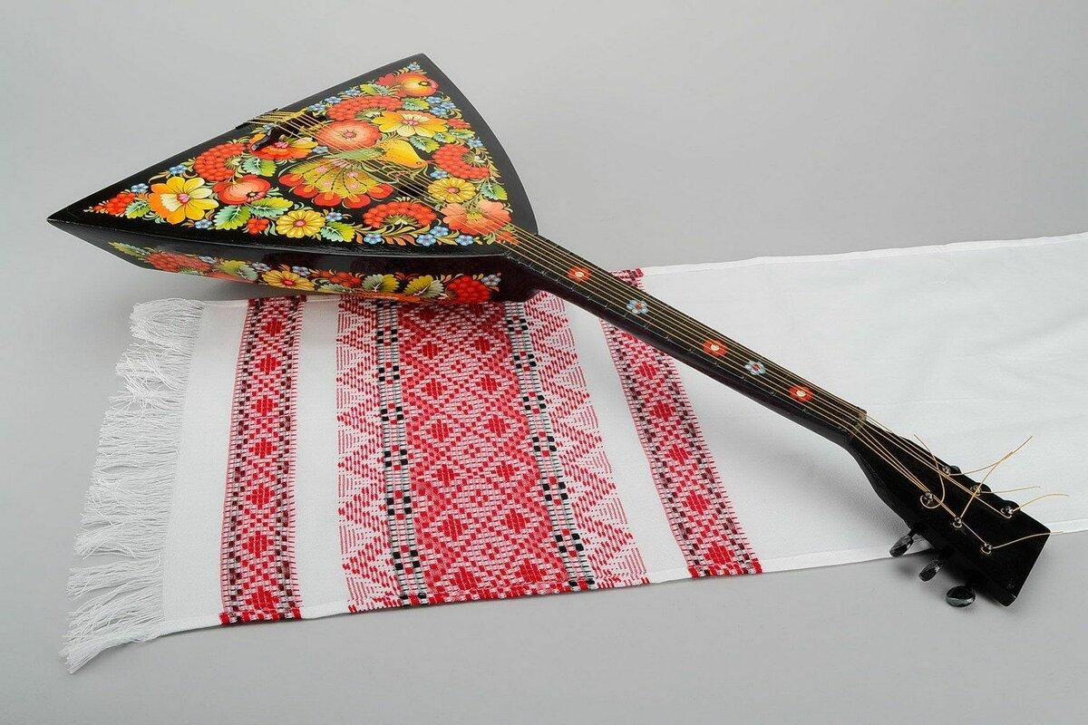 Музыкальный инструмент балалайка