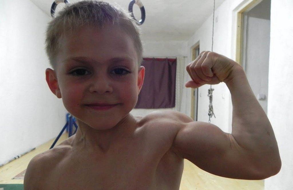 Джулиано Строе - пятилетний мальчик-качок