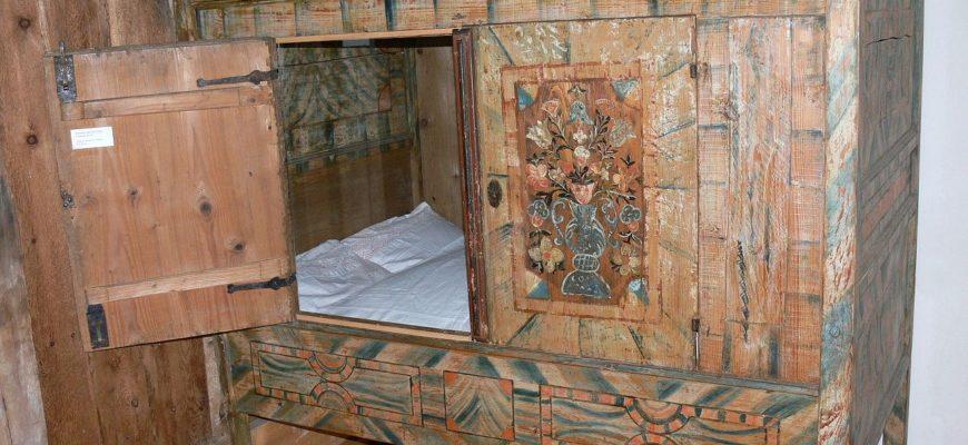 Кровать в шкафу с замком