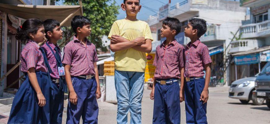Высокий мальчик из Индии