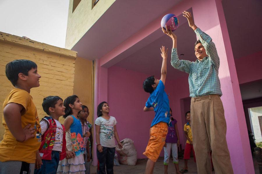 Каран высокий мальчик из Индии