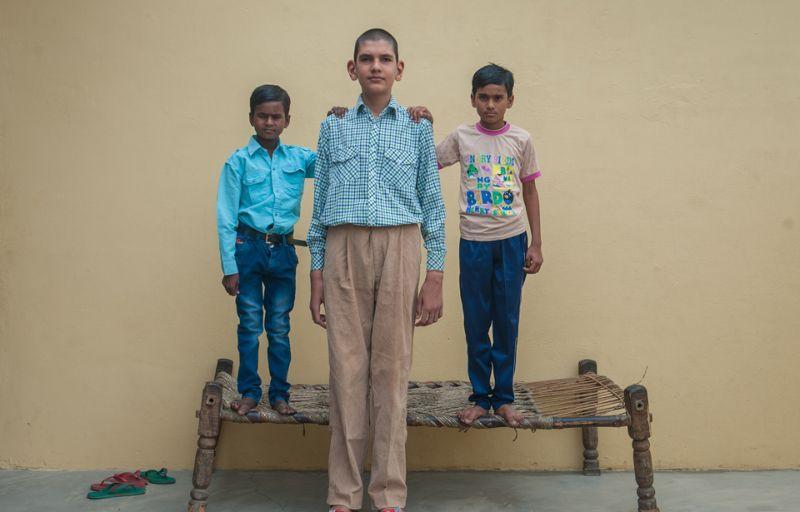 Каран мальчик великан из Индии