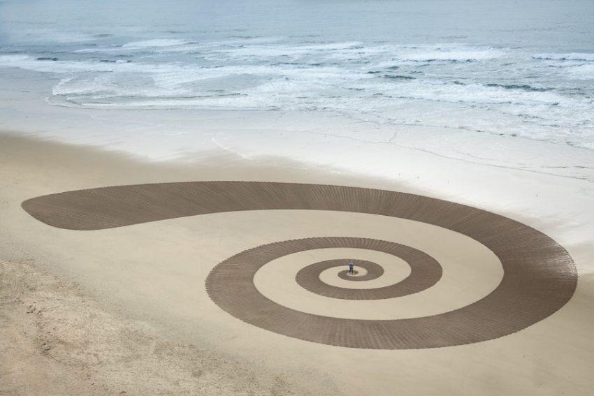 Рисунки Джима Деневана на песке
