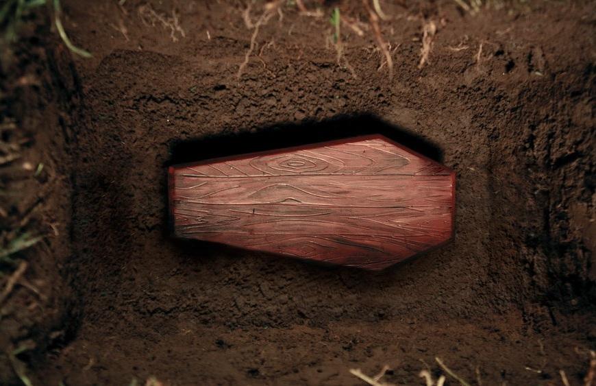 Закапывать покойников в землю