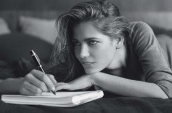 Шариковая ручка в руке