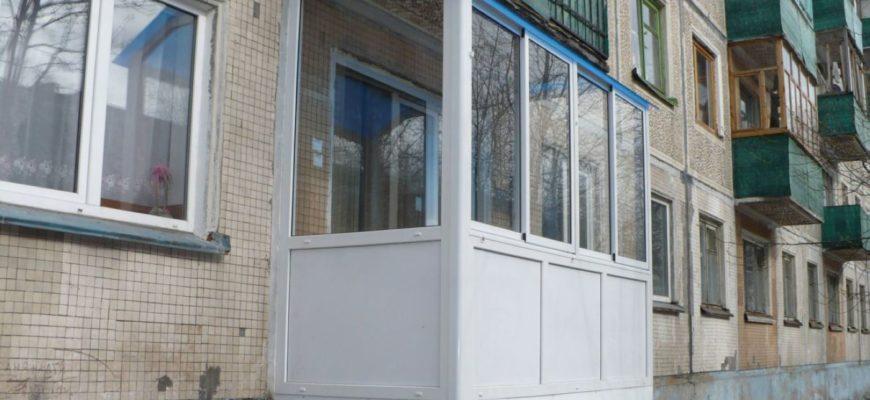 Балкон на первом этаже